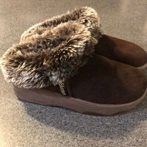 Skechers Women's Furry Clogs